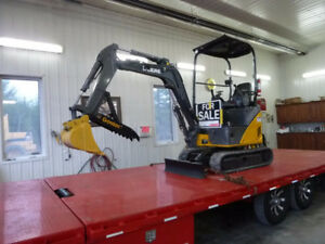 2010 John Deere 17D Mini Excavator( Taxes are included in Price)