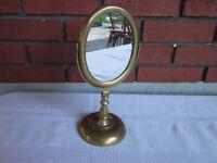 Miroir basculant sur pied fait en brass antique