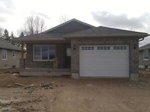 3 BEDROOM / 2 BATH HOME - EASY ACCESS TO KW AREA