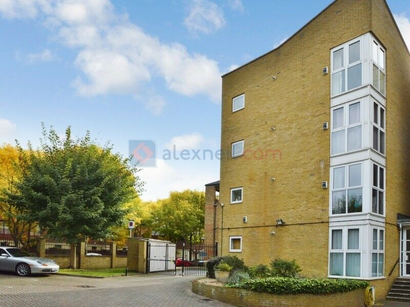2 bedroom flat in Onega Gate, Rotherhithe SE16