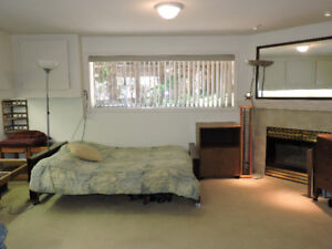Large Room in Furn Sanctuary Home Sept 1, min 9 months 1 person