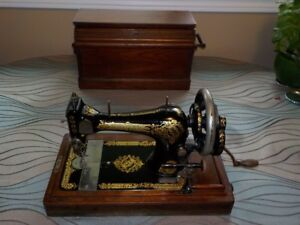 Beautiful Antique Singer Sewing Machine and Wooden Case
