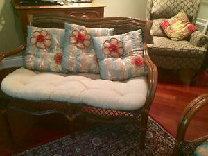 Beautiful classic wicker loveseat and chair Gatineau Ottawa / Gatineau Area image 3