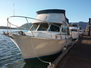Very clean Tollycraft boat for sale