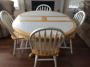 Solid Wood Table and 4 Chairs with Hidden Leaf