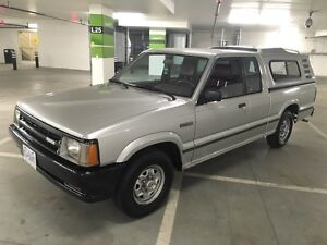 Mazda B2200 ext cab *ONLY 137,000 km*