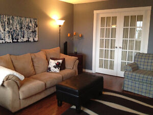 West-End Townhouse 3 Bed + Den - Available July 1