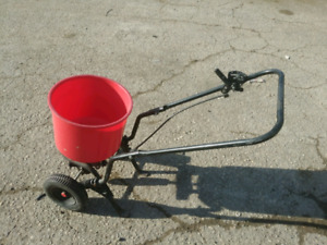 Fertilizer or seed spreader