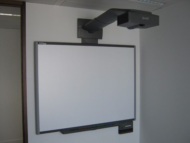 Smart Board 600i Interactive Whiteboard System With Unifi 35 Projector In Erdington West