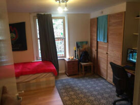 Huge Room for Couples, Friends or Individual Use, All Bills Included, E1 4AA
