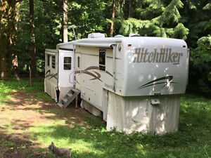 33 foot Hitchhiker 5th Wheel Trailer