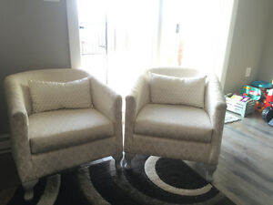 2 beautiful sofa chairs