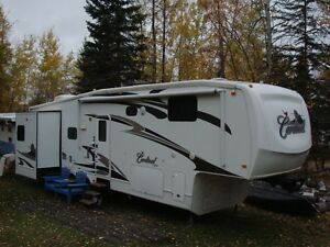 2009 Cardinal 5th Wheel Trailer