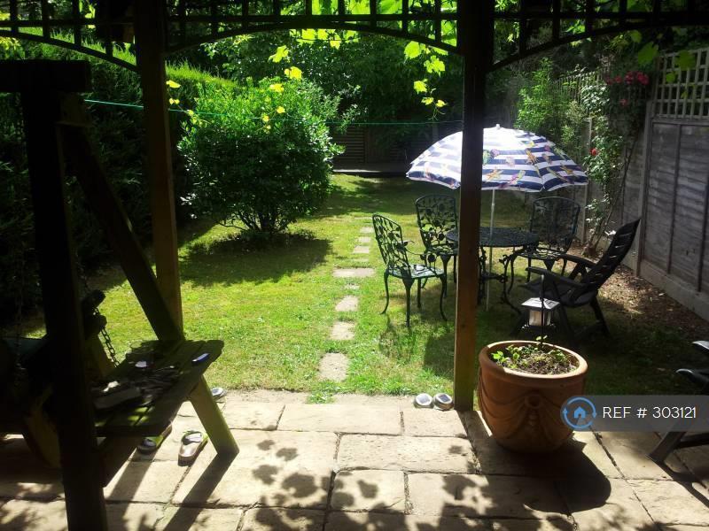 1 bedroom in Bourneside Road, Addlestone, KT15