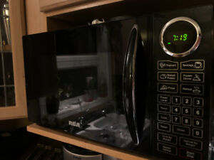 RCA black microwave oven