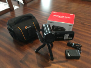 CANON VIXIA HF R700  HD CAMCORDER  ABSOLUTE MINT CONDITION