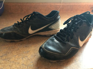 Men's Nike baseball cleats size 9.5.