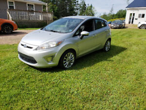 2011 Ford Fiesta SES Hatchback-LOW KMS NEW MVI!!!!