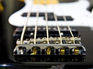 Ajustement & réparation de basse électrique - Luthier