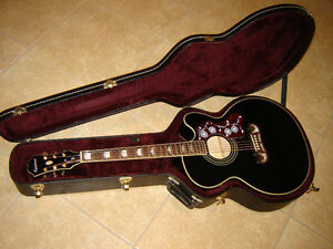 Epiphone EJ-200CE Acoustioc/Electric Super Jumbo Guitar and case