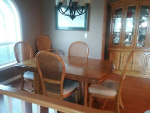 7 Piece Dining Set with Buffet / Hutch