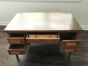 VINTAGE Desk in good condition!