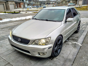 2003 Lexus is300 Low km! Safety and etested