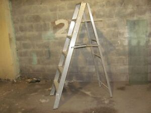aluminum ladder    6 ft