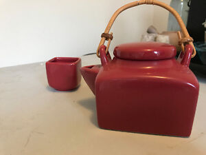 Red teapot with 1 tea cup