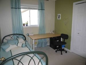 UWO:5 bedrm+3 full bath$400/Room all inclusive Wonderland/Sarnia