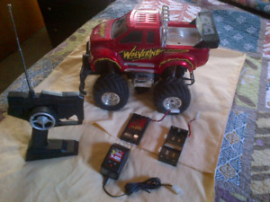 SECTOR 7 RC WOLVERINE 4-WHEEL DRIVE TRUCK (Scale 1:12)
