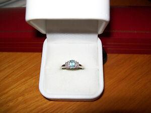 WHITE GOLD DIAMOND AND AQUAMARINE RING / SIZE 7