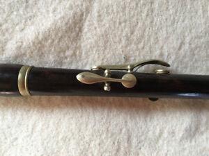 Black wooden (ebony ?) small keyed flute / piccolo