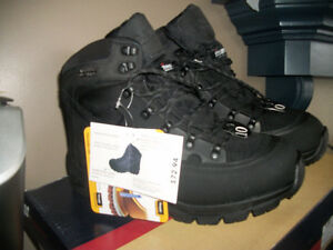 MENS SIZE LEATHER THINSULATE BOOTS (NEW WITH TAGS)