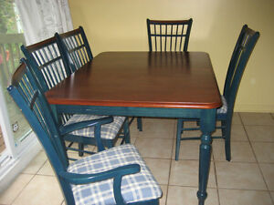 Table champetre chaises salle manger cuisine dans for Table salle a manger quebec