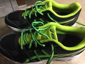 Boys Sz 5.5 ASICS shoes