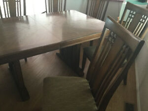 Dining room table with 8 chairs and a leaf,