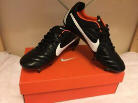 Nike Tiempo Legend IV SG football boots - size 7 UK
