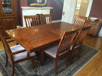 Solid Oak Dining Room Table and Buffet/China Cabinet