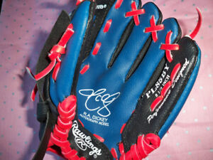 NEW KIDS BASEBALL GLOVE R.A. DICKEY AUTOGRAPH MODEL