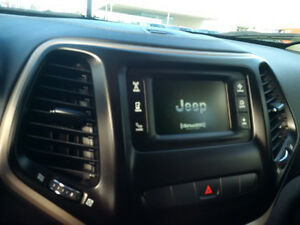2014 Jeep Cherokee North 4x4, 1 owner clean with clean history London Ontario image 2