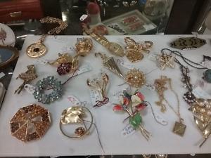 Vintage jewellery, bracelets, brooches, plus 1000 booths