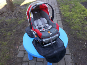 Chicco Keyfit 30 Baby Carseat and Base + Seat Cover + Mirror