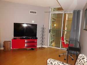 SPACIOUS ST LAWRENCE MARKET CONDO AVAILABLE IMMEADIATELY!