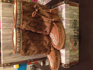 New! Grizzleez moccasin boot size 7.5,8 and 8.5 Just reduced!