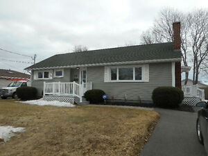 WELL  MAINTAINED  BUNGALOW  -- MONCTON NB  - NEW   WEST   END