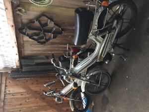 2 Tomas mopeds