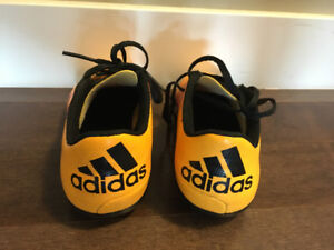 ADIDAS SOCCER CLEATS CHILDREN SIZE 1