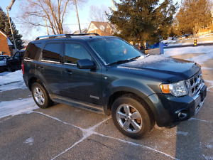 2008 Ford Escape 4X4 Loaded With Leather and Sunroof
