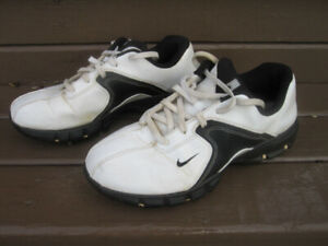 Junior Golf Shoes Size 5 (Nike)